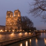 La Cathédrale Notre Dame de Paris à la Tombée de la Nuit